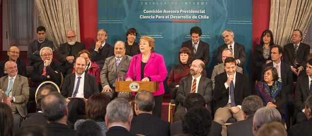 Presidenta recibe informe de Comisión Presidencial Ciencia para el desarrollo de Chile