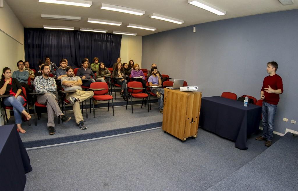 Académico de la U de Glasgow fue el primer invitado al ciclo de charlas del CIGREN