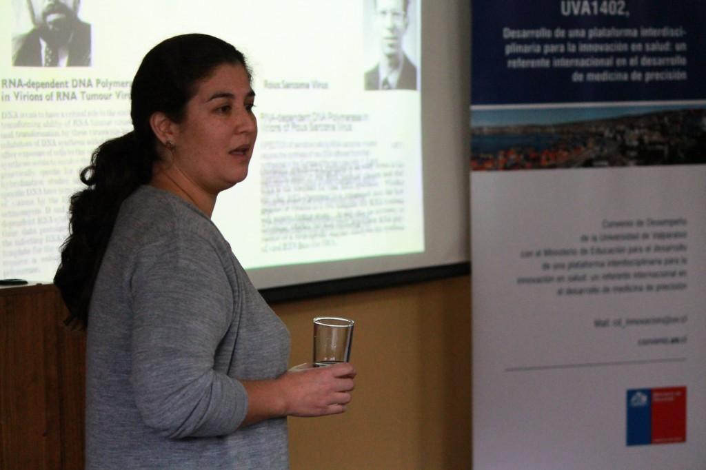 Investigadora del Núcleo Nu-Mind habla sobre Retrovirus en Coloquio de Innovación en Salud
