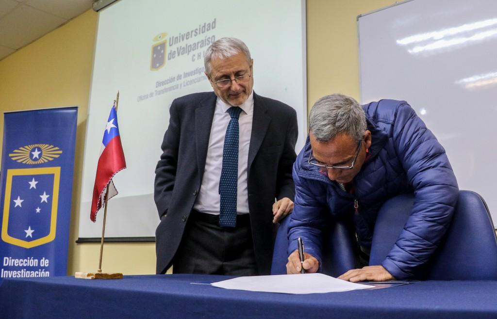 UV firma convenio para la transferencia tecnológica con pescadores de Quintero